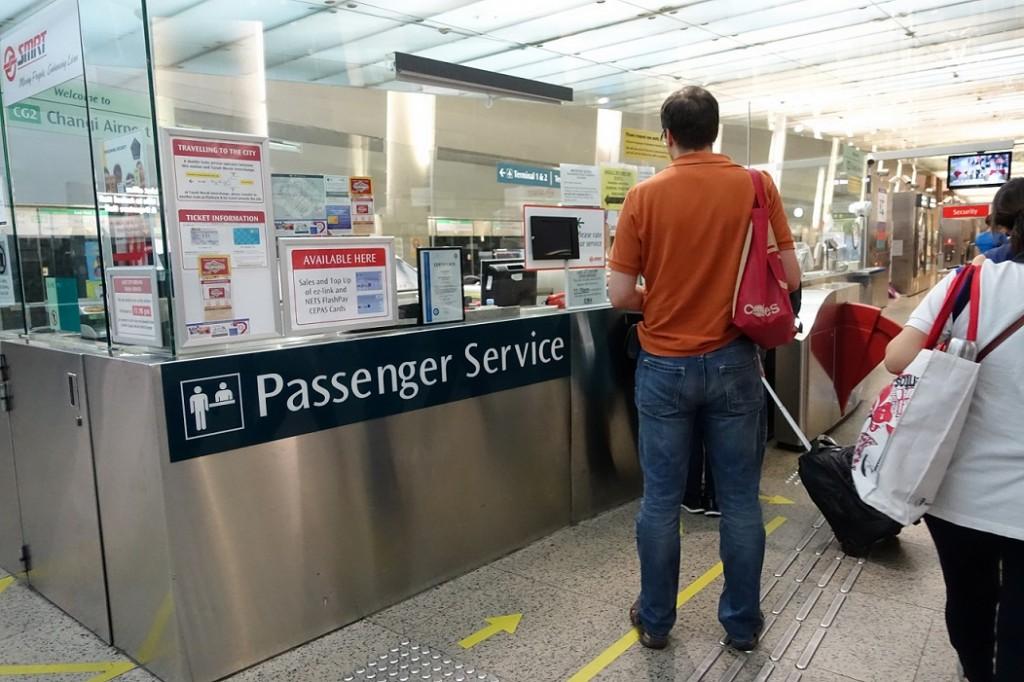 新加坡捷運的旅客服務中心有換鈔服務