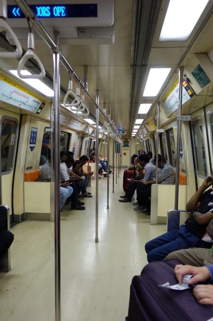 新加坡捷運很乾淨,和香港、台灣的捷運的感覺很像