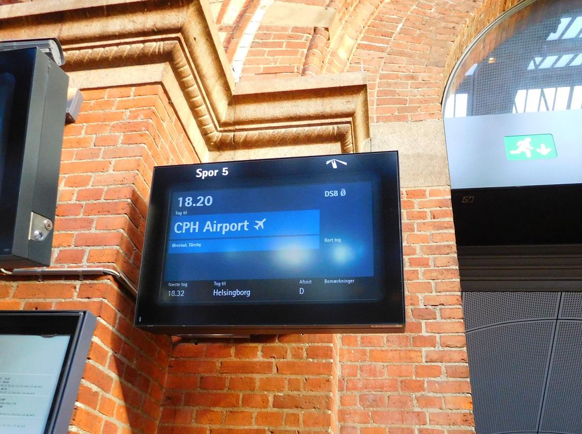 往機場的火車很容易找到