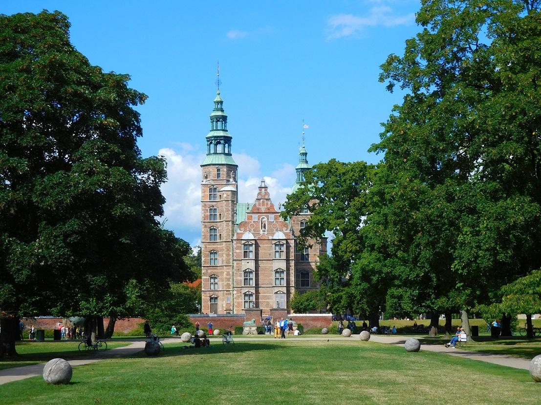 展示皇家珠寶及藝術收藏的 Rosenborg castel 玫瑰堡