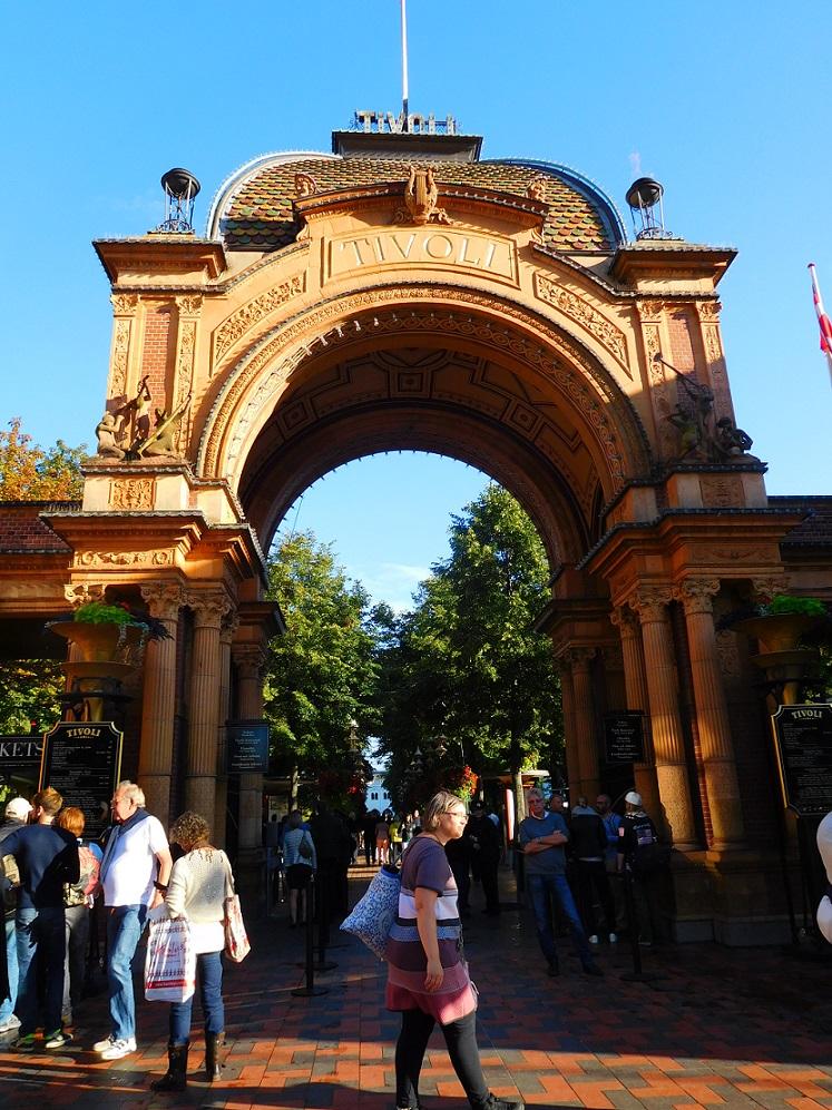 全世界第二老的 Tivoli 遊樂園
