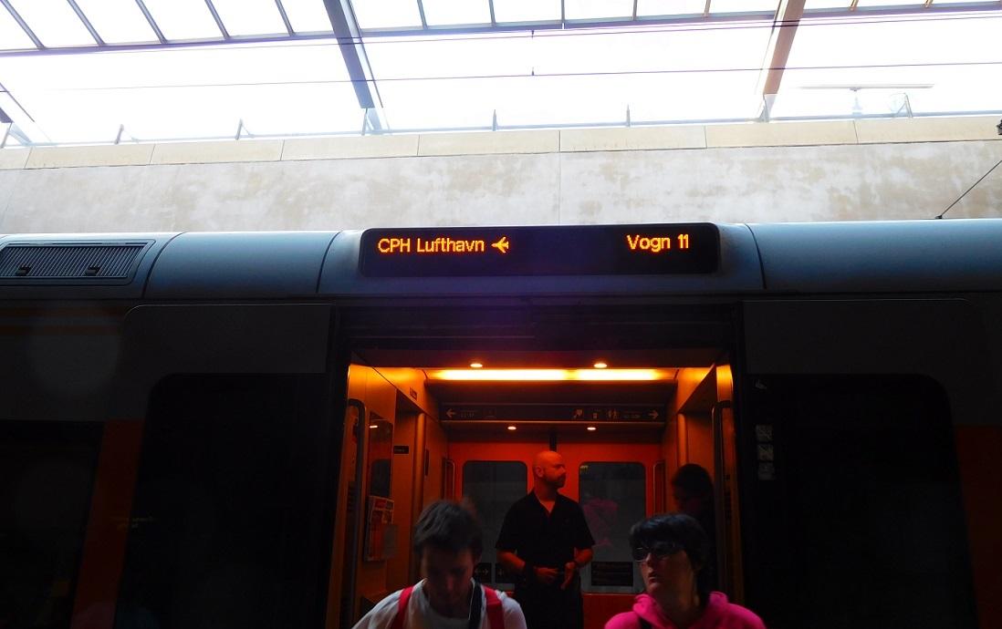 往機場的火車標示也都蠻清楚的
