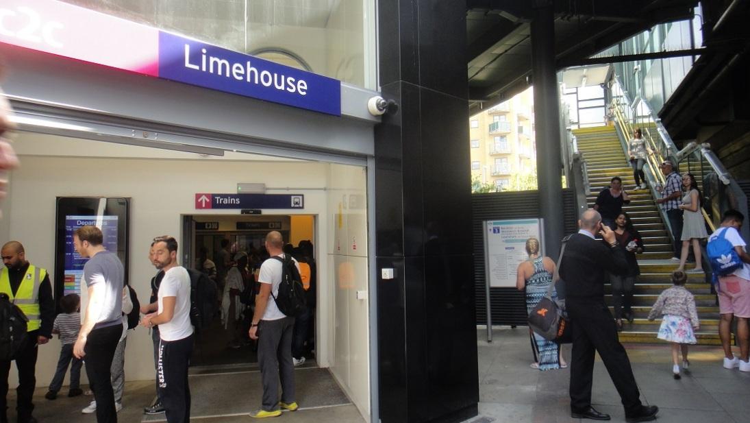 在倫敦 DLR Limehouse這一站可以轉搭 C2C 火車