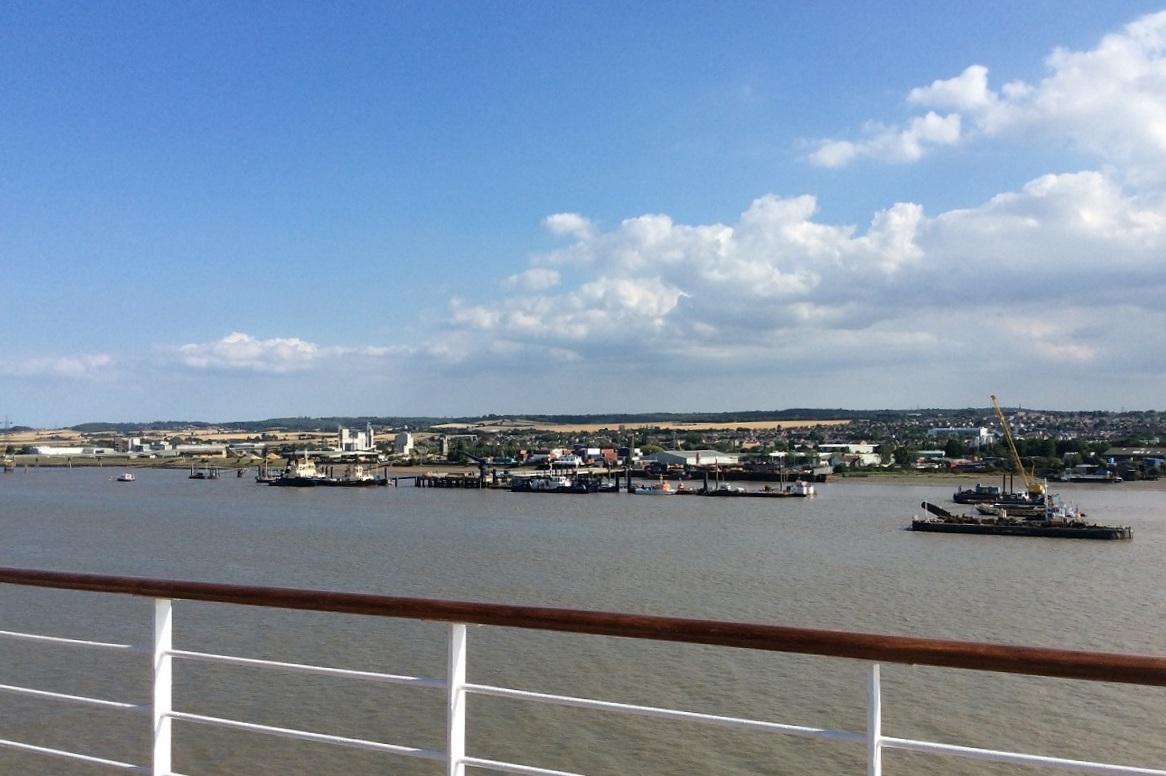 慢慢看著泰唔士河兩側景色出航,也是一種享受~