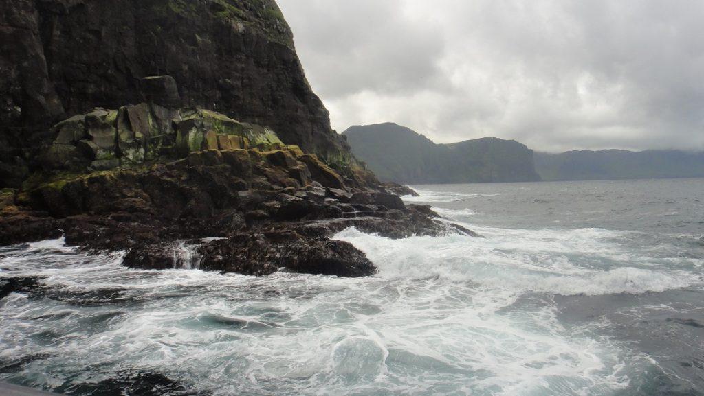 比較靠海的地方,浪比較大一點