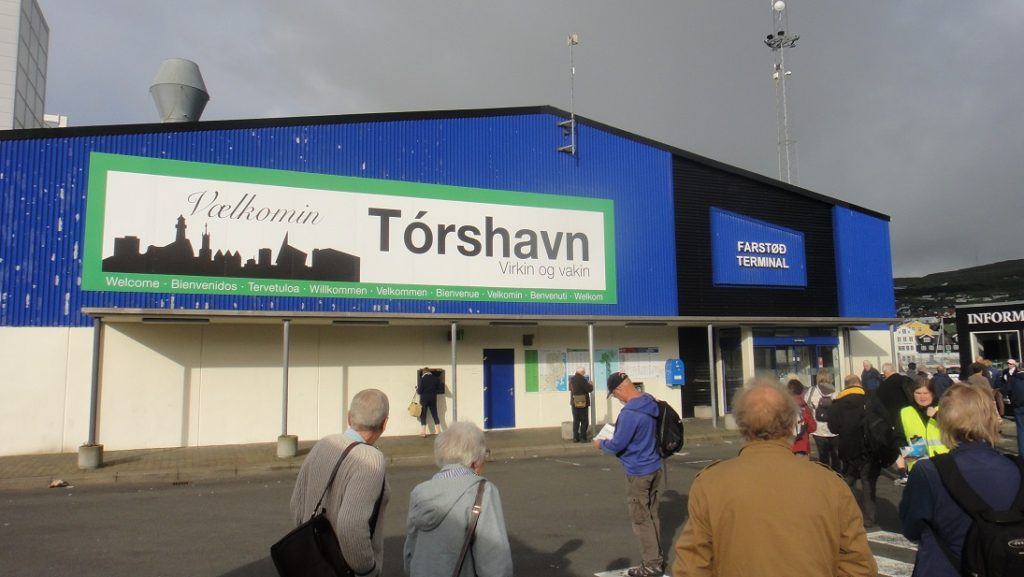 接駁車下車處是 Torshavn的碼頭航廈 terminal