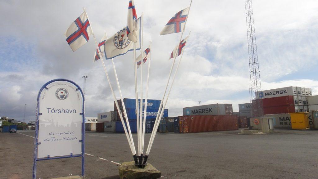 碼頭邊的 Torshavn 旗幟飛揚