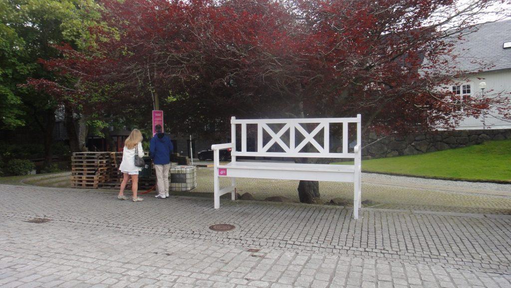 藝術作品 (好大的椅子,可以坐嗎?)