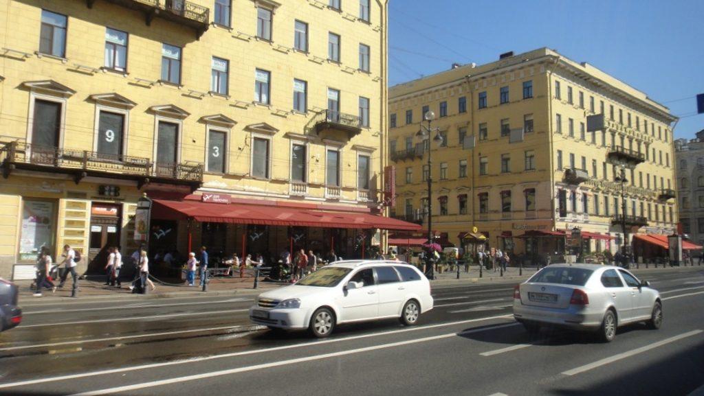 扣除掉充滿歷史的建築,聖彼得堡也有當代街景