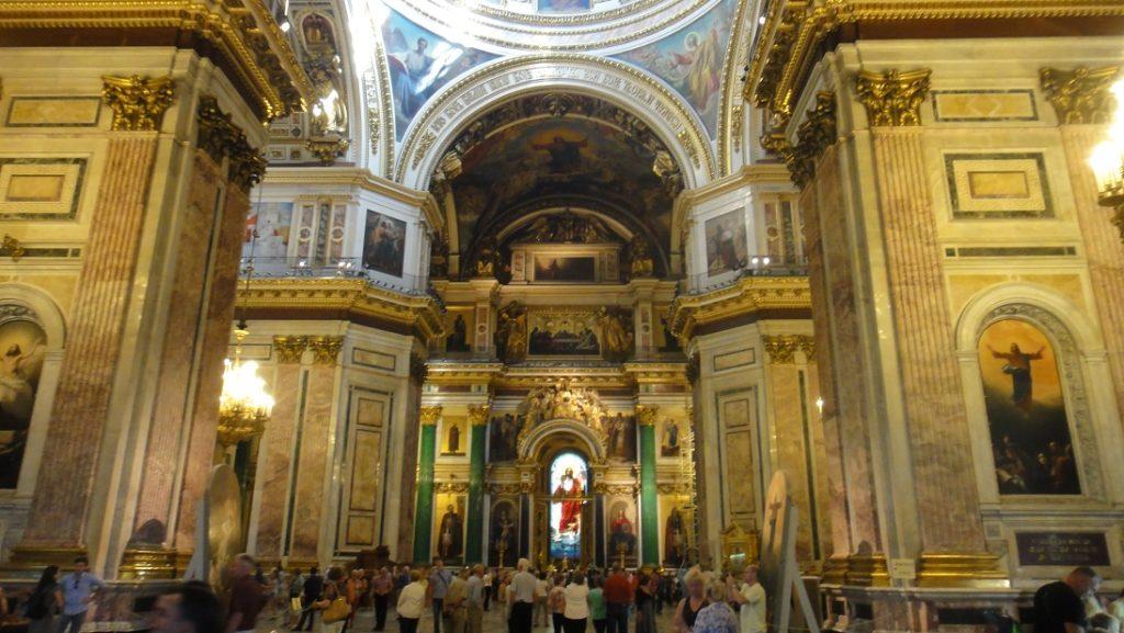 聖艾薩克教堂內部的藝術水準是相當知名的