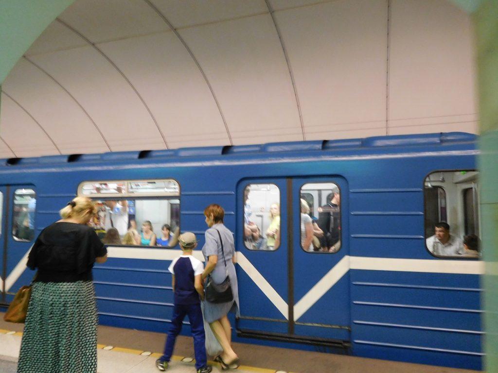 聖彼得堡的地鐵,車廂外觀和內部