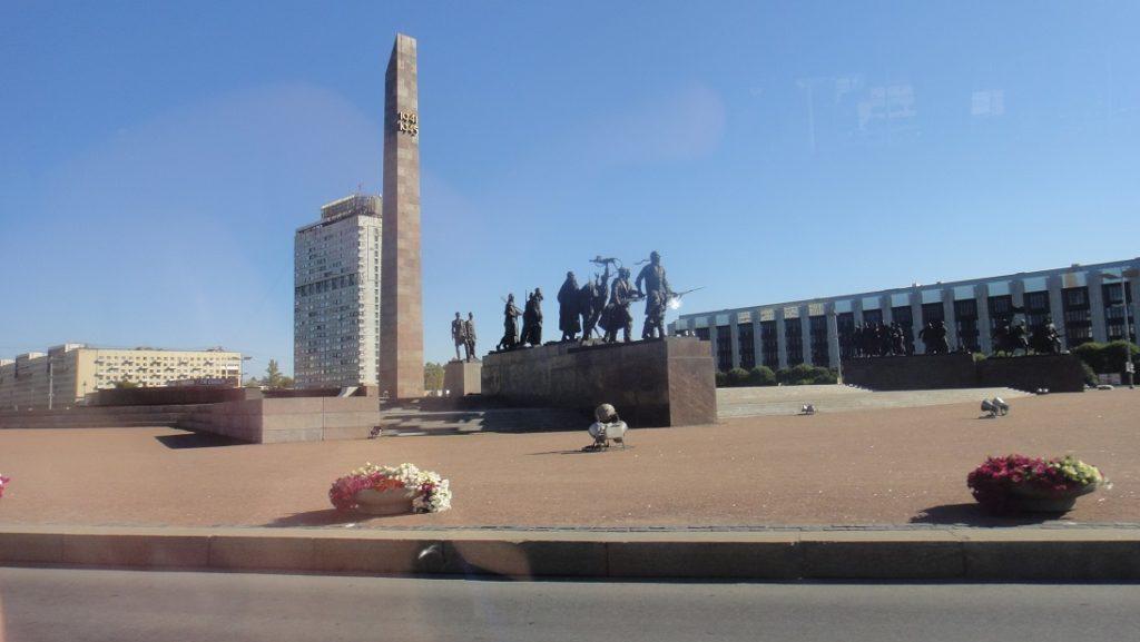 一路上看到的雕像還不少,雖然不了解每一個的含意,但是有不少是和列寧有關的雕像