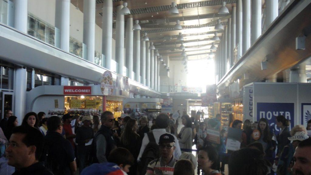 過了海關後,就到航廈的大廳了,有不少賣當地紀念品的攤位