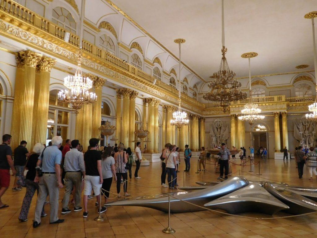 冬宮內部有許多大小廳室,陳列各種藝術收藏品