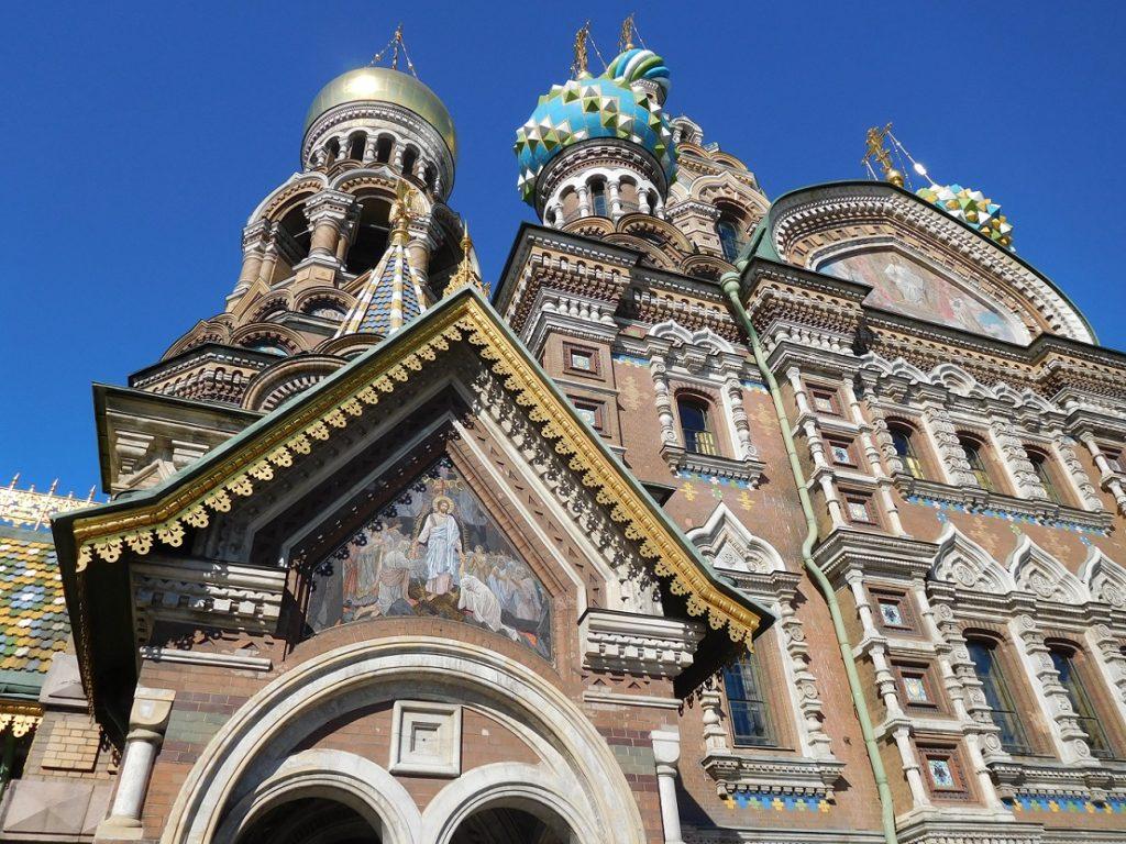 church on the spilled blood 外觀是典型的俄羅斯風格建築