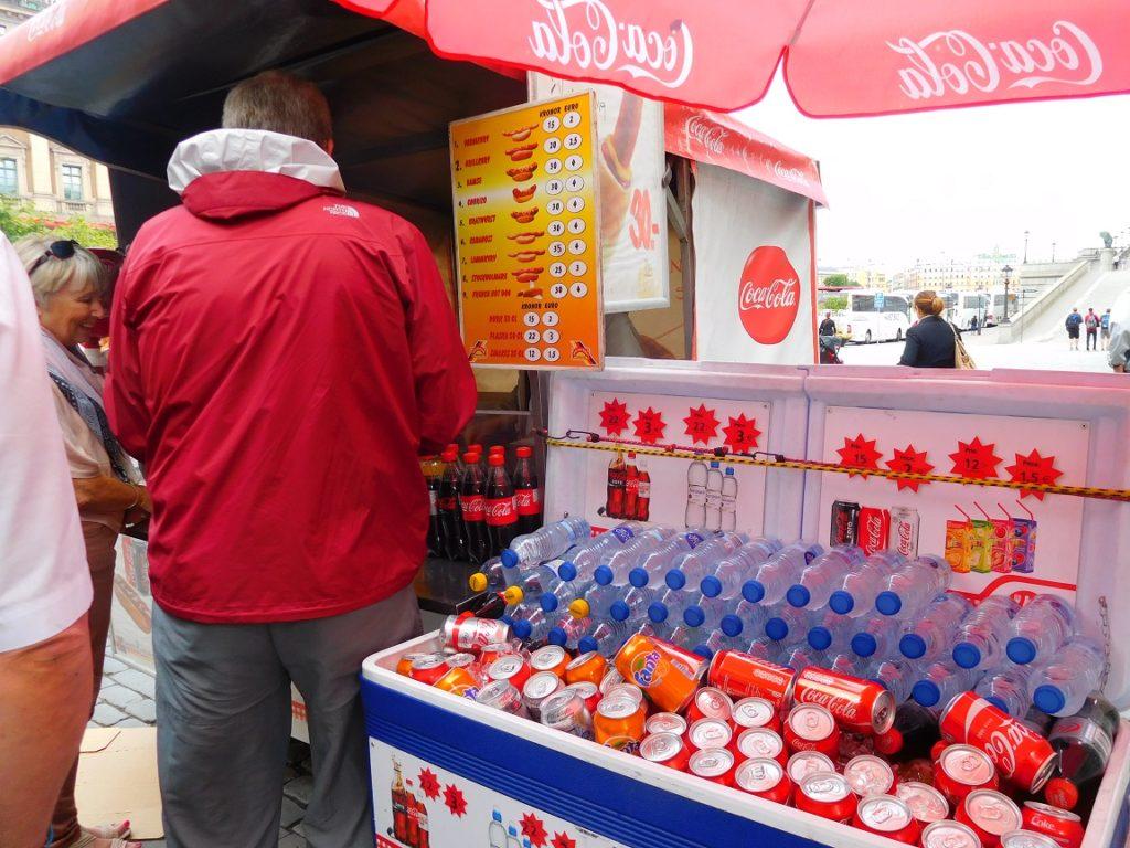 來吃個瑞典的大亨堡吧~(雖然好多種香腸可以選,完全看不懂啊~)