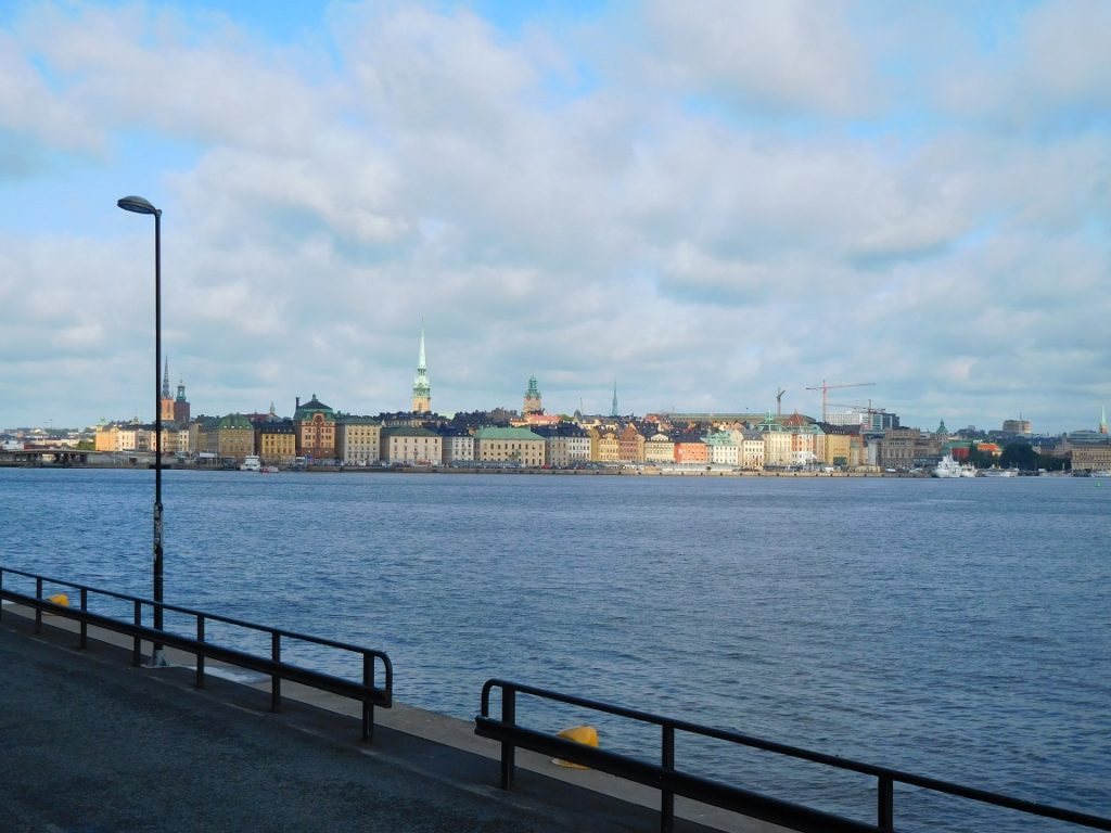 一邊走一邊欣賞斯德哥爾摩舊城區的景色