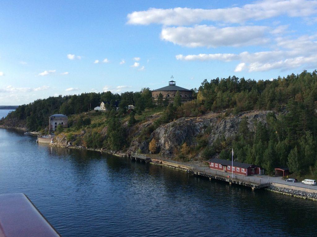 郵輪駛離斯格哥爾摩時的岸上景色