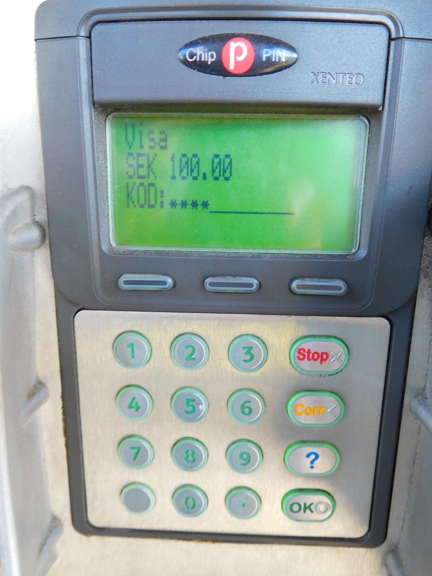 插入信用卡後,顯示刷卡金額,再輸入密碼 (出國前在國內記得要設好)