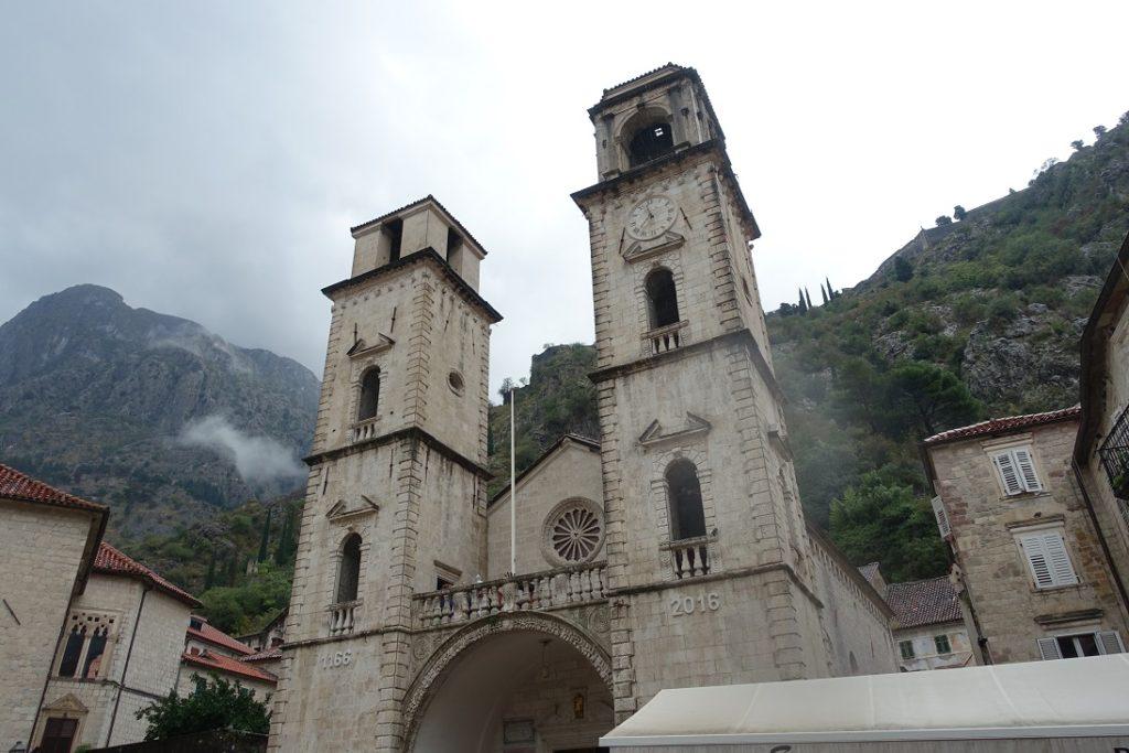 擁有900年 (建於西元1166年)歷史的 St. Tryphone's Cathedral 教堂