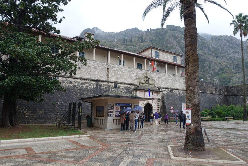 Kotor 古城有好幾個城門,這是最靠近碼頭區的入口