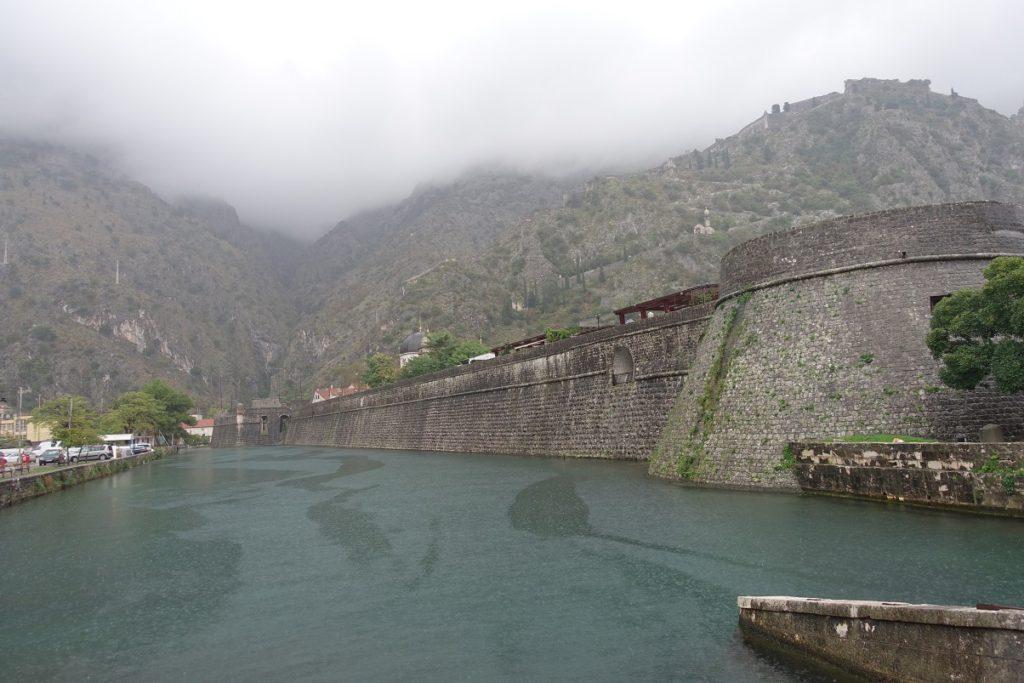 保存很良好、完整的舊城牆