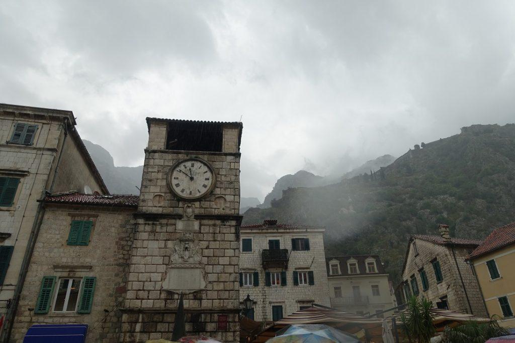 建於1602年的城市鐘樓 (Town clock tower)是老城的地標之一