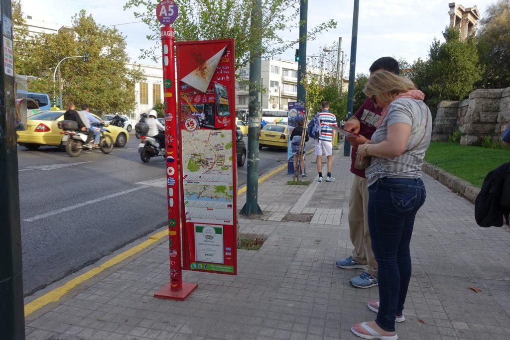 觀光巴士在Acropolis的站牌就在 X80站牌的旁邊
