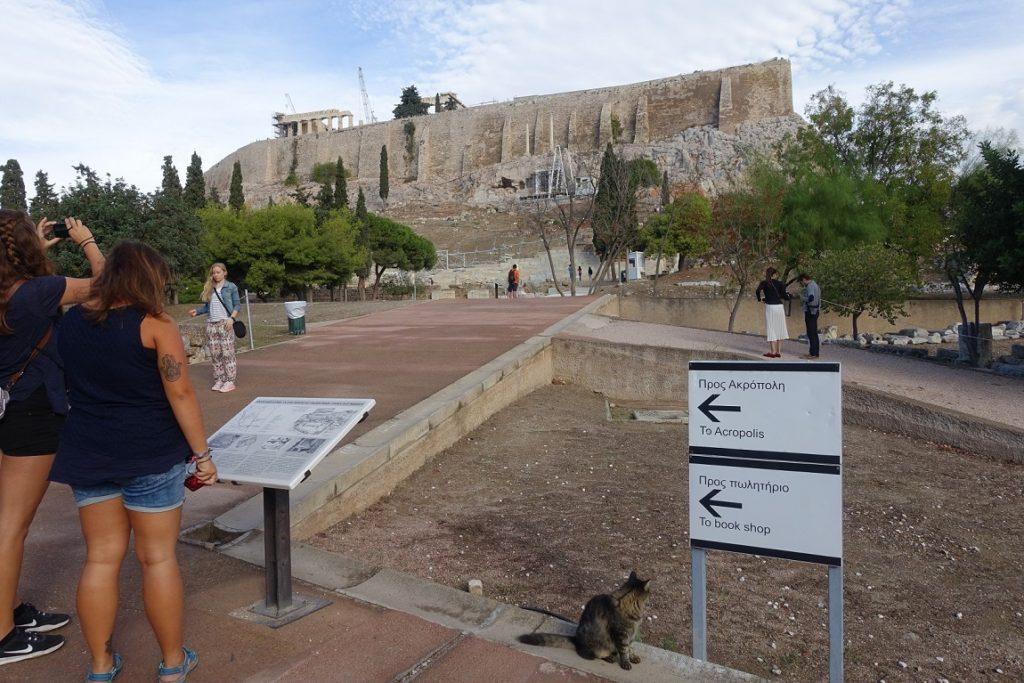 進入衛城古蹟群,開始自由參觀