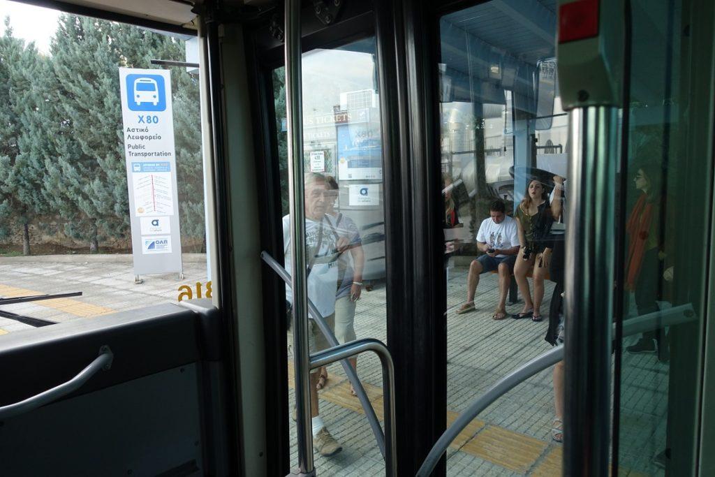 這一站旅客上來之後,車內就不少人了